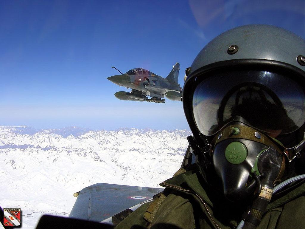 Femmes pilotes de chasse du r ve la r alit les for Interieur mirage 2000
